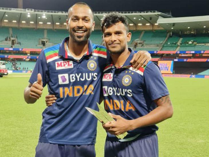 पंड्या ने मैन ऑफ द सीरीज की ट्रॉफी नटराजन को सौंपी, कहा- आपने मुश्किल हालात में जीत दिलाई|क्रिकेट,Cricket - Dainik Bhaskar