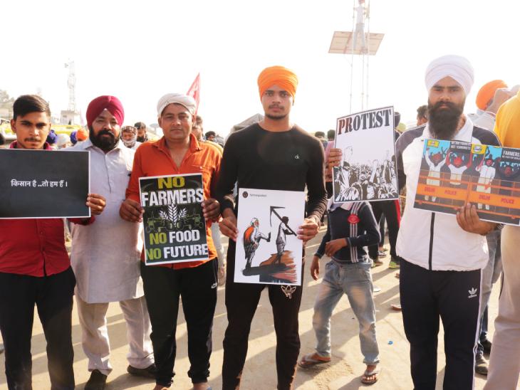 सिंघु बॉर्डर पर किसानों के समर्थन में बड़ी तादाद में युवा भी पहुंचे हैं। वो पोस्टर्स के जरिए अपना सपोर्ट दे रहे हैं और कृषि कानूनों का विरोध कर रहे हैं।
