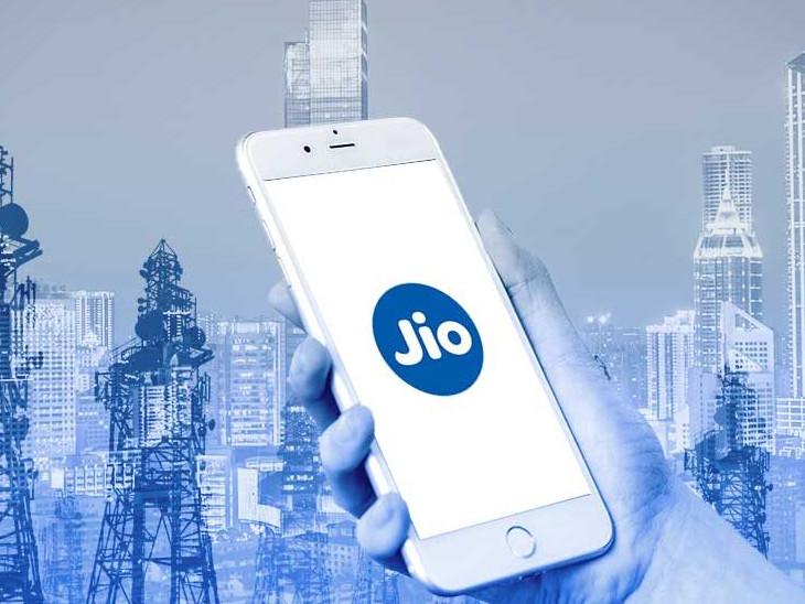 रियलमी के साथ मिलकर सस्ते 4जी स्मार्टफोन लाएगी रिलायंस जियो, अन्य कंपनियों से भी चल रही बातचीत|बिजनेस,Business - Dainik Bhaskar