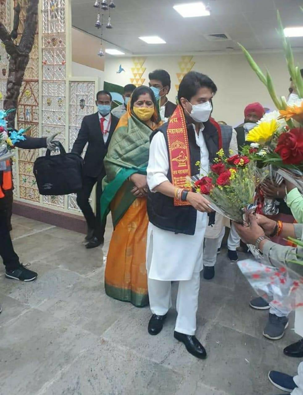 भोपाल में सिंधिया: 40 गाड़ियों के काफिले के साथ CM हाउस पहुंचे, 12 दिन में दूसरे बार शिवराज के साथ बैठक करेंगे