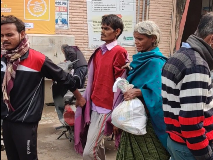 डॉक्टरों की हड़ताल के कारण PMCH से इलाज के बिना वापस लौट रहे मरीज।