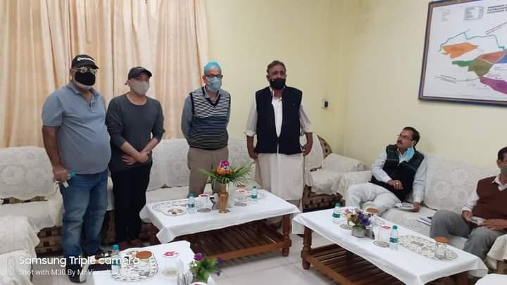 फिल्म निर्माता और प्रोड्क्शन टीम ने सारणी कलेक्टर राकेश सिंह से मुलाकात की।