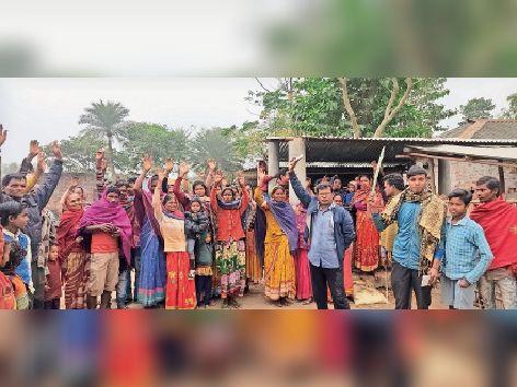 रामपुर के हाथी टोला में शराब मुक्त गांव बनाने को महिलाओं ने लिया संकल्प।