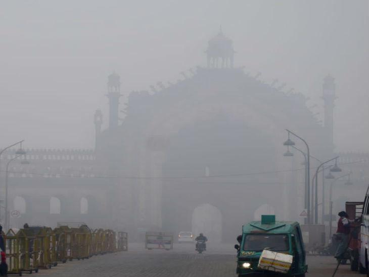 शनिवार सुबह लखनऊ शहर में कोहरा।