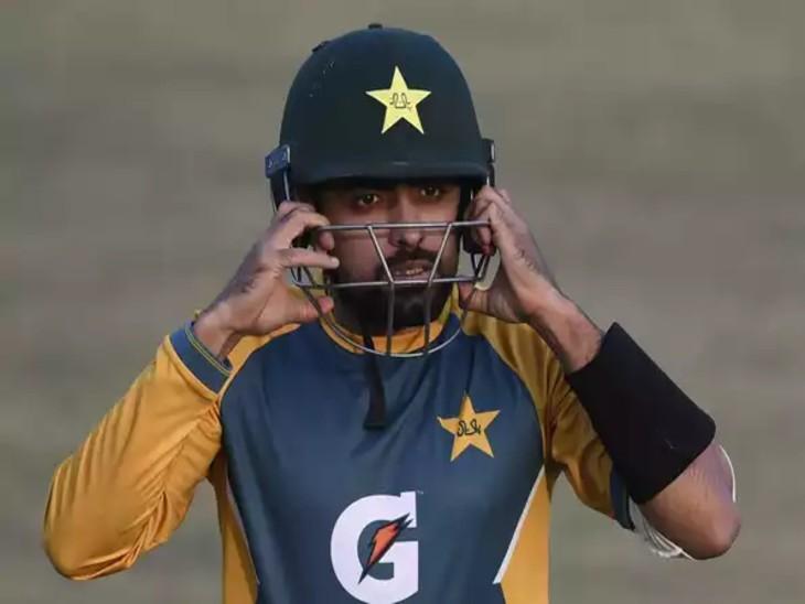 पाकिस्तान के कप्तान बाबर बाजम को प्रैक्टिस के दौरान दाहिने हाथ के अंगूठें में चोट लग गई। - Dainik Bhaskar