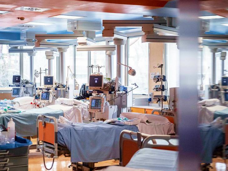 अमेरिका में कोरोना के चलते हालात भयावह हो गए हैं। कैलिफोर्निया के अस्पतालों में इस वक्त सिर्फ 1.5 फीसदी बेड्स खाली हैं। (फाइल)