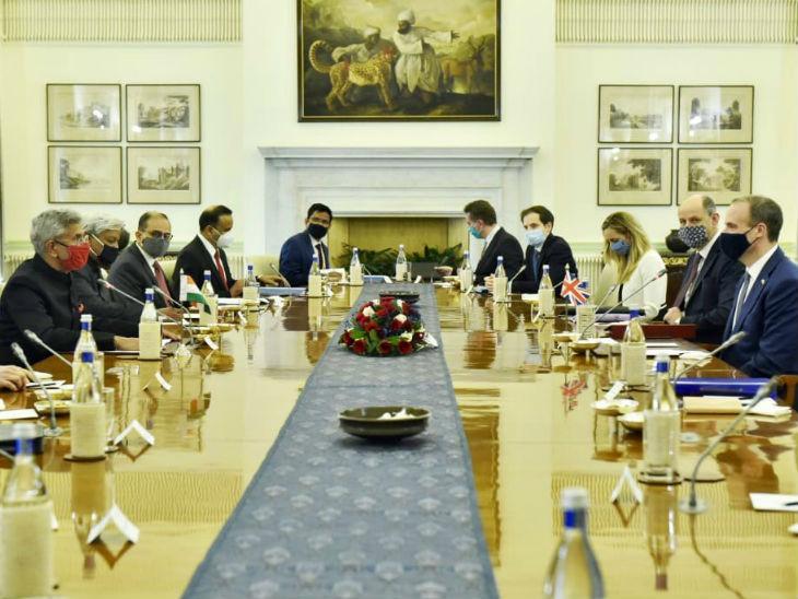 ब्रिटेन के विदेश मंत्री डोमिनिक राब ने कहा कि भारतीय विदेश मंत्री के साथ बैठक में इस बात पर फोकस किया गया कि भारत और यूके के रिश्तों को कैसे ऊंचाई पर ले जाना है।