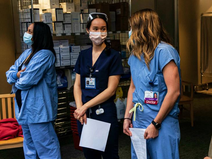 अमेरिका में वैक्सीनेशन प्रोग्राम शुरू हो चुका है। अमेरिका ने मॉडर्ना कंपनी से भी 10 करोड़ वैक्सीन खरीदने के लिए करार किया है।