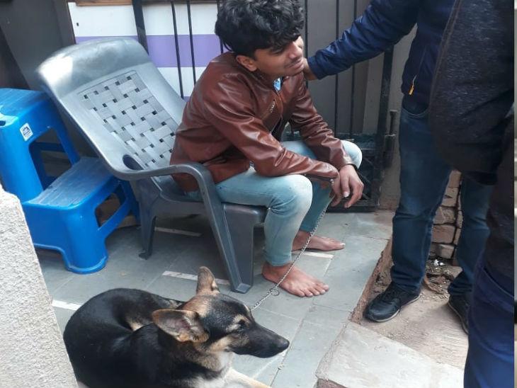 सुबह 4.30 बजे जिस कुत्ते को घुमाने के बहाने घर से निकली बेटी, वह गेट पर बंधा मिला; चिट्ठी ने भी बढ़ाया शक इंदौर,Indore - Dainik Bhaskar