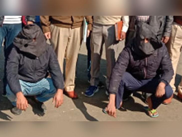 सिरसा पुलिस की गिरफ्त में हथियारों के साथ पकड़े गए बदमाश। इनसे 14 अवैध पिस्तौल और 24 कारतूस बरामद किए गए हैं। - Dainik Bhaskar