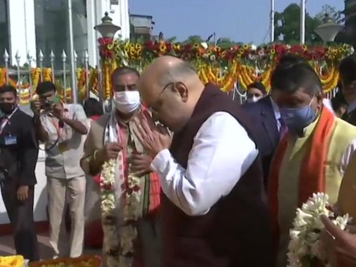 अमित शाह ने स्वामी विवेकानंद की प्रतिमा के सामने सिर झुकाया।