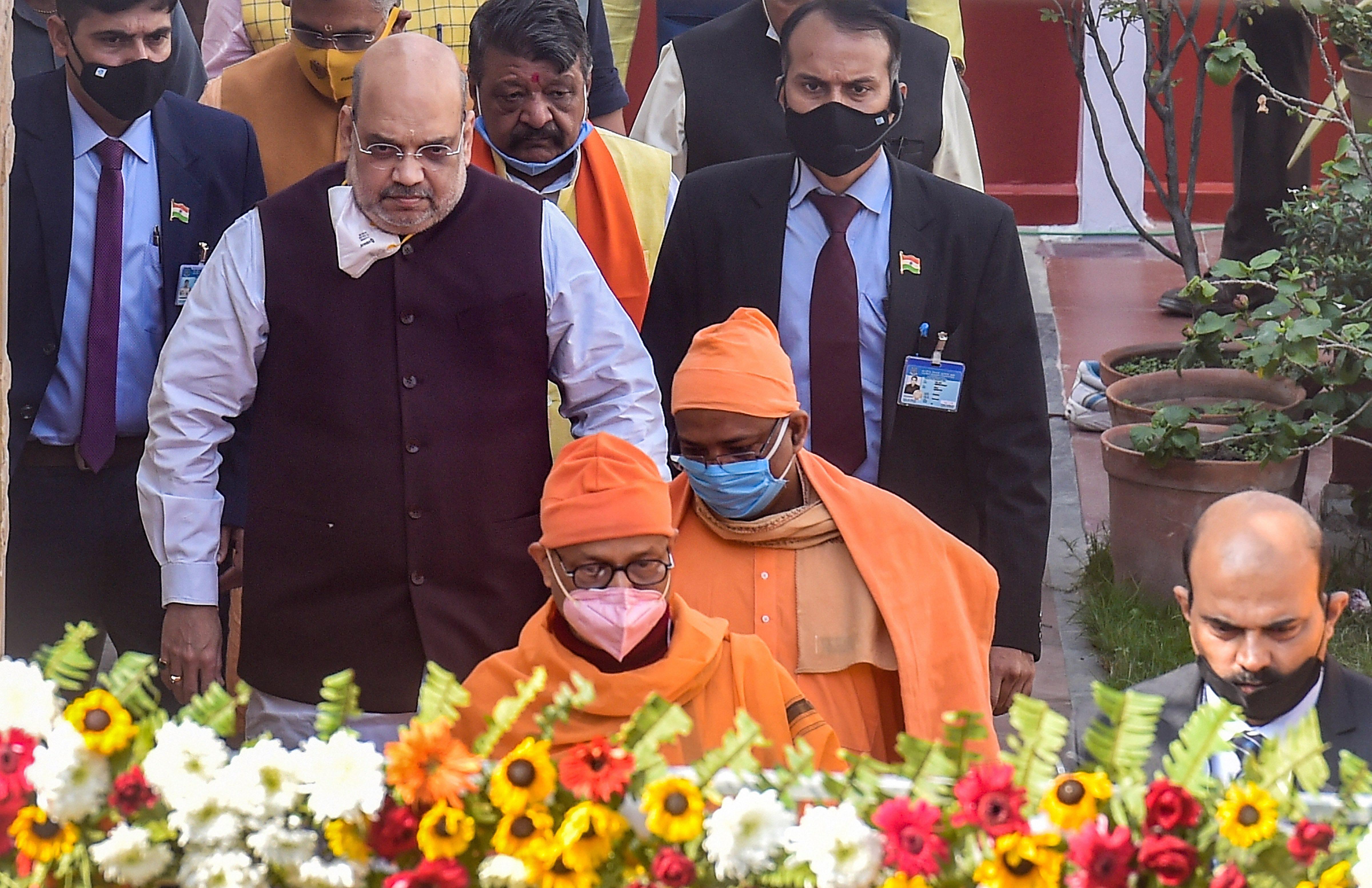 रामकृष्ण आश्रम में अमित शाह ने स्वामी विवेकानंद और उनके गुरु रामकृष्ण परमहंस को नमन किया।