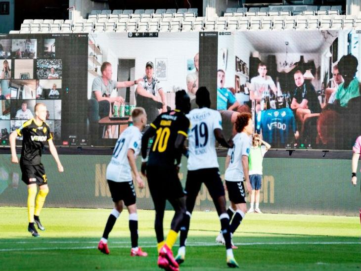 डेनमार्क की दानिश सुपरलिगा में फैन्स की मौजूदगी के लिए स्टेडियम में टीवी स्क्रीन लगाई गईं। इनमें ऐप पर लाइव मैच देख रहे फैन्स को दिखाया गया। आवाज के लिए स्टेडियम में स्पीकर भी लगाए गए।