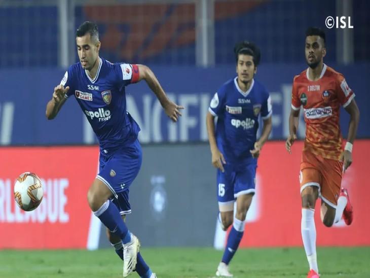 इंडियन सुपर लीग में शानिवार को गोवा मैच गोवा FC के खिलाफ मैच में  चेन्नइयन FC के  रफाएल क्रिवेलारो गेंद को ले जाते हुए। रफाएल ने चेन्नइयन की ओर से मैच में एक गोल किए और एक एसिस्ट किए। - Dainik Bhaskar