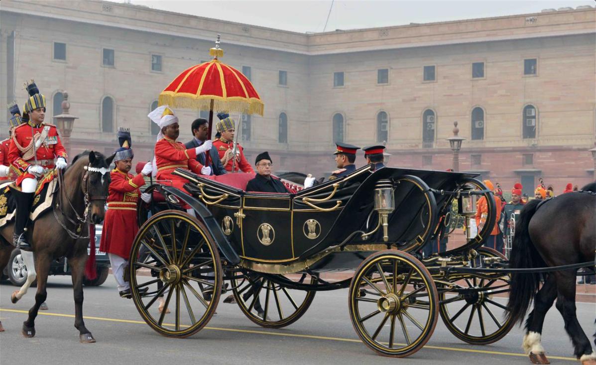राष्ट्रपति बनने के बाद बग्घी पर सवार प्रणब मुखर्जी