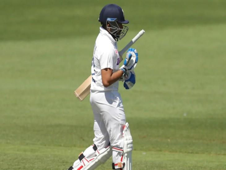टीम इंडिया के ओपनर पृथ्वी शॉ ने एडिलेड में  खेले गए पहले टेस्ट की दोनों पारियों में कुल 4 रन बनाए थे। दोनों ही परियों में वह  इन स्विंग बॉल खेलने के दौरान बोल्ड हुए थे। - Dainik Bhaskar