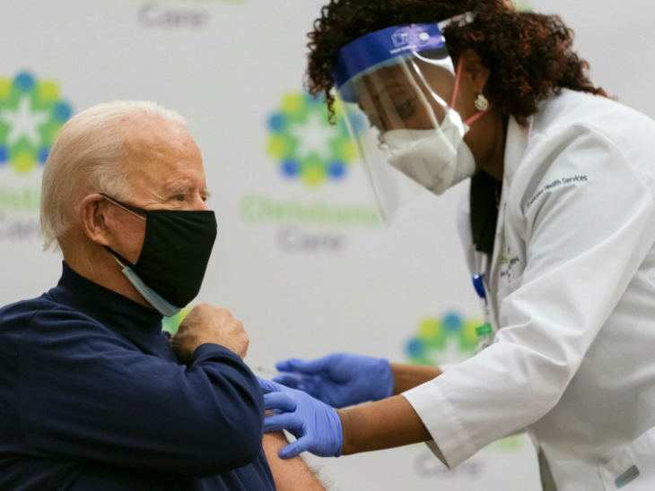 US प्रेसिडेंट इलेक्ट बाइडेन और पत्नी ने टीवी पर कोरोना वैक्सीन का पहला डोज लगवाया विदेश,International - Dainik Bhaskar