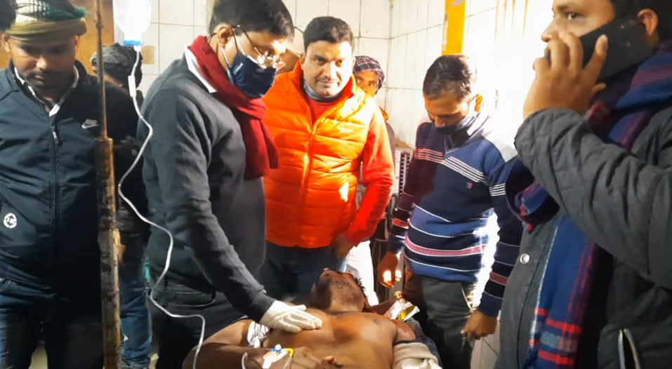 सदर अस्पताल में घायल सोनू सिंह।