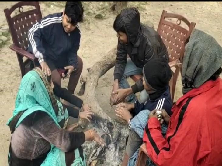 वाराणसी में कोहरे ने बढ़ाई ठंड, न्यूनतम तापमान 6.2 डिग्री तक पहुंचा, 5 उड़ानें रद्द वाराणसी,Varanasi - Dainik Bhaskar
