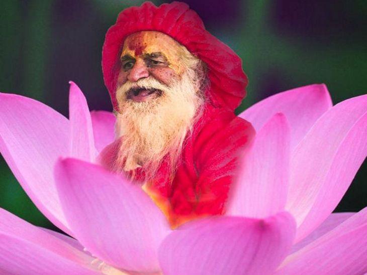 बाबा वैसे तो हमेशा भ्रमण पर ही रहते थे, लेकिन वे इंदौर आश्रम में भी भक्तों को समय दिया करते थे।