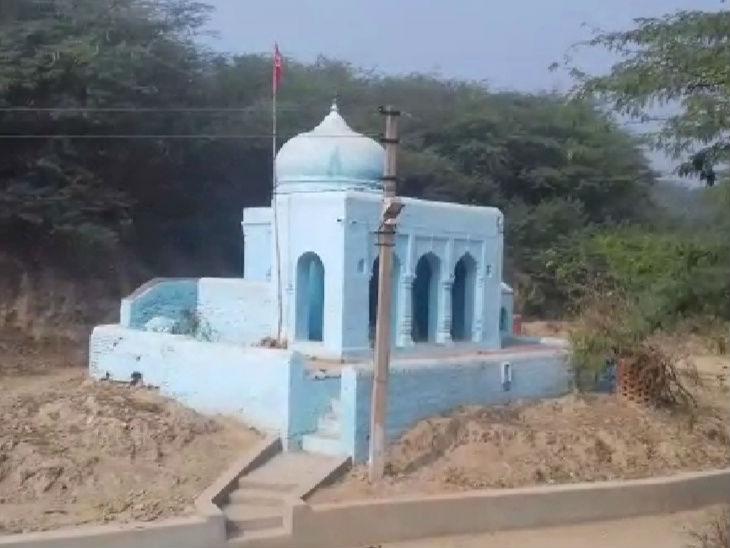 अटल की यह कुलदेवी का मंदिर है। यहां वे पूजा पाठ करते थे।