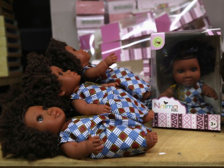 डॉल बनाने वाली कंपनी बच्चों को यह बताना चाहती है कि अफ्रीकी कल्चर बहुत खूबसूरत है।