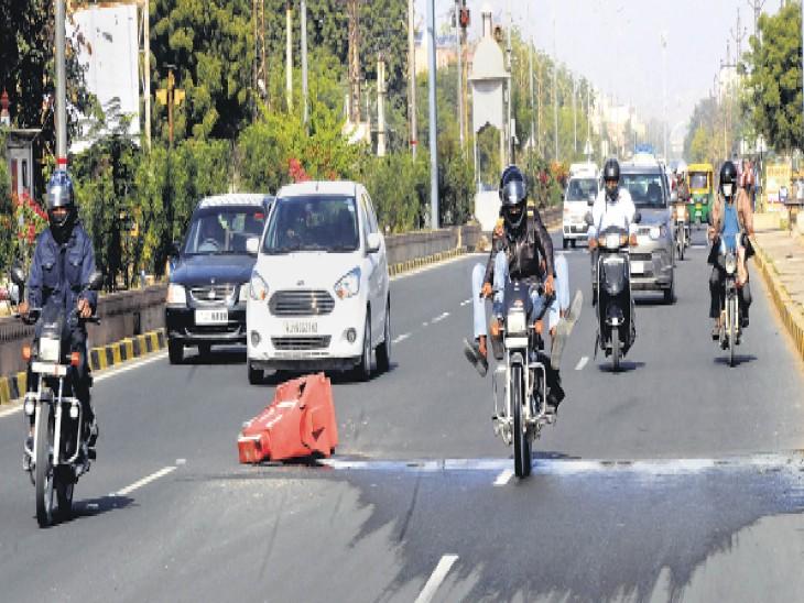ढाई माह में ढाई इंच का गड्ढा हो गया ढाई फीट चौड़ा; लाइन एमईएस की, ठीक भी वे ही कराएंगे : जलदाय विभाग|जोधपुर,Jodhpur - Dainik Bhaskar