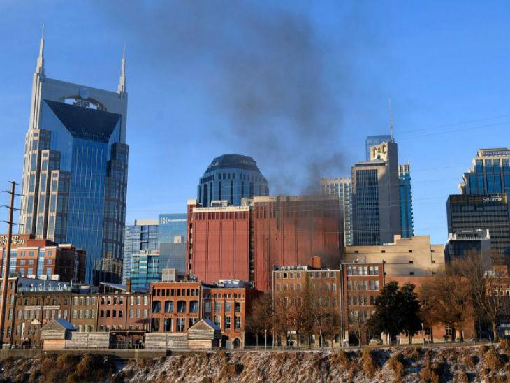 विस्फोट के बाद धमाके वाली जगह से निकलता धुआं दूर तक देखा गया।