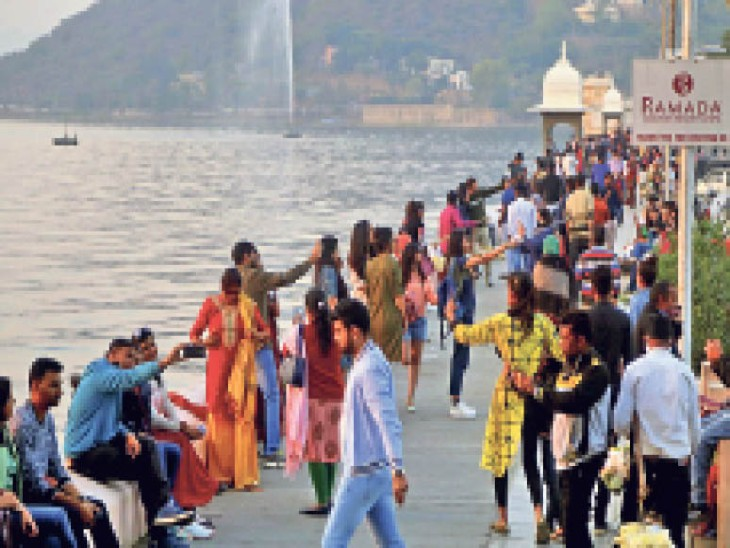 फतहसागर पाल इन दिनों पर्यटकों से गुलजार है। - Dainik Bhaskar
