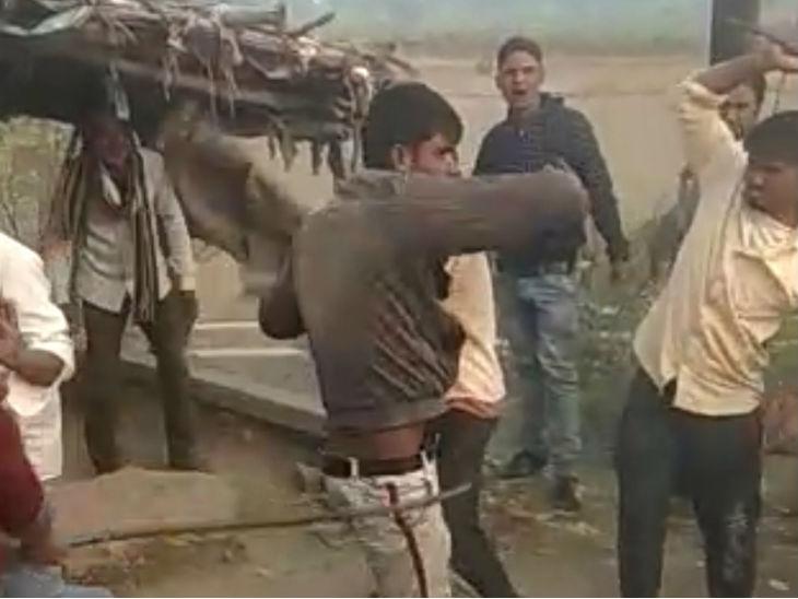 रायबरेली में भीड़ ने हाथ में लिया कानून: शराब पीने के लिए दो युवकों ने बकरी चोरी का किया प्रयास, रंगे हाथ पकड़कर ग्रामीणों ने जमकर पीटा