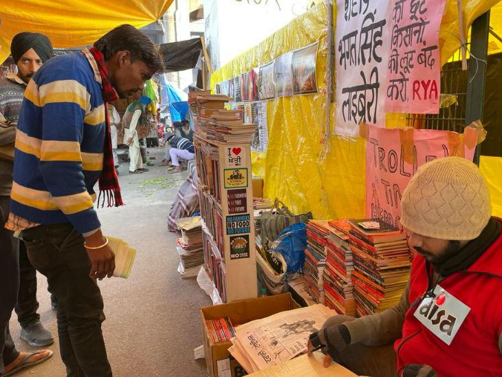 टीकरी बॉर्डर पर अब न सिर्फ अखबार निकलने लगा है बल्कि शहीद भगत सिंह के नाम से एक पुस्तकालय भी खुल गया है।