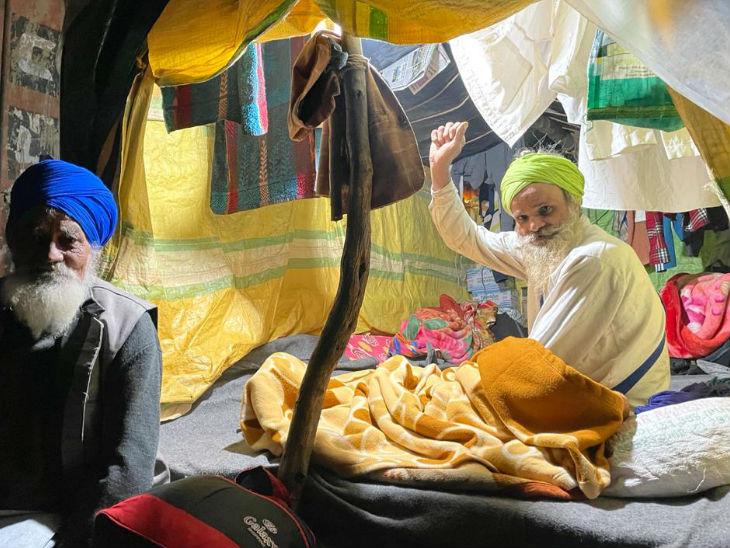 तीनों नए कृषि कानूनों के खिलाफ किसान 26 नवंबर से दिल्ली की सीमाओं पर प्रदर्शन कर रहे हैं। - Dainik Bhaskar