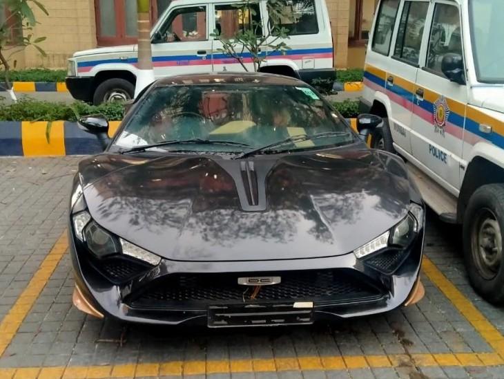 छाबड़िया के साथ पुलिस ने इस कार को भी जब्त किया है।