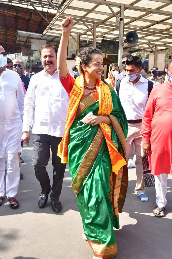 kangana ranaut visits Mumbai's Siddhivinayak temple wearing Maharashtrian Paithani saree, photo went viral on social media   पैठणी साड़ी पहन सिद्धिविनायक मंदिर पहुंची कंगना रनोट, बोलीं- अब मैं ...