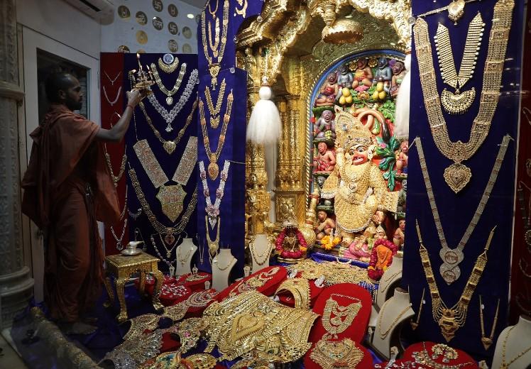 यह मंदिर काफी प्राचीन है। पवित्र धानुर्मास की पूर्णिमा पर यह शृंगार किया गया।