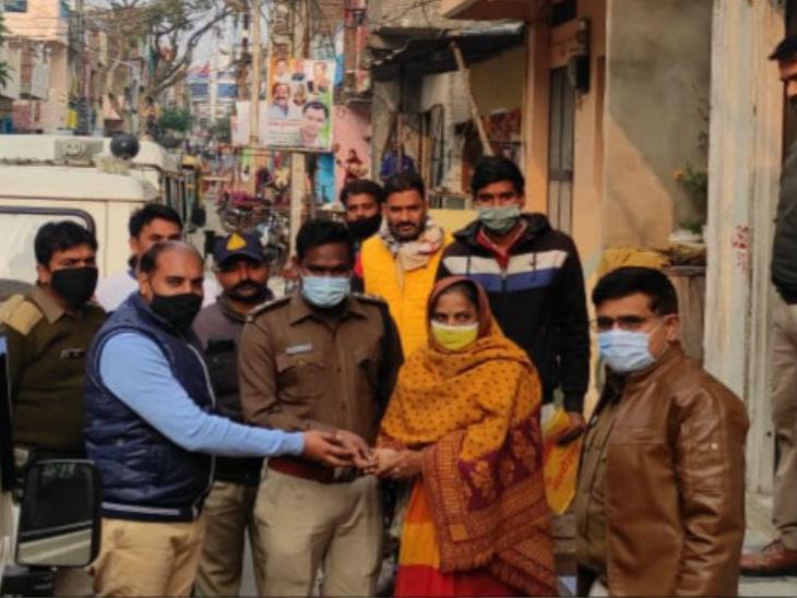 सराहनीय पहल: पुलिस ने बदमाश भानजे से मकान का कब्जा छुड़ाया;  10 साल बाद मालकिनमी को मिला
