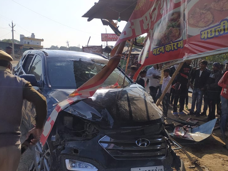 Damaged car.  Azharuddin's family was rushed to the hotel.