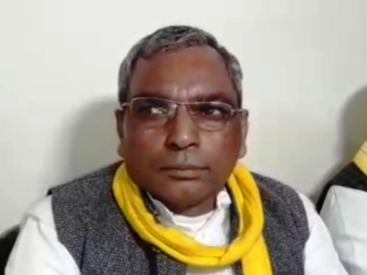 वाराणसी: पूर्व मंत्री ओम प्रकाश राजभर का बयान – कोरोना कोई बीमारी नहीं है, इसके आड़ में आंतरिक राजनीति हो रही है