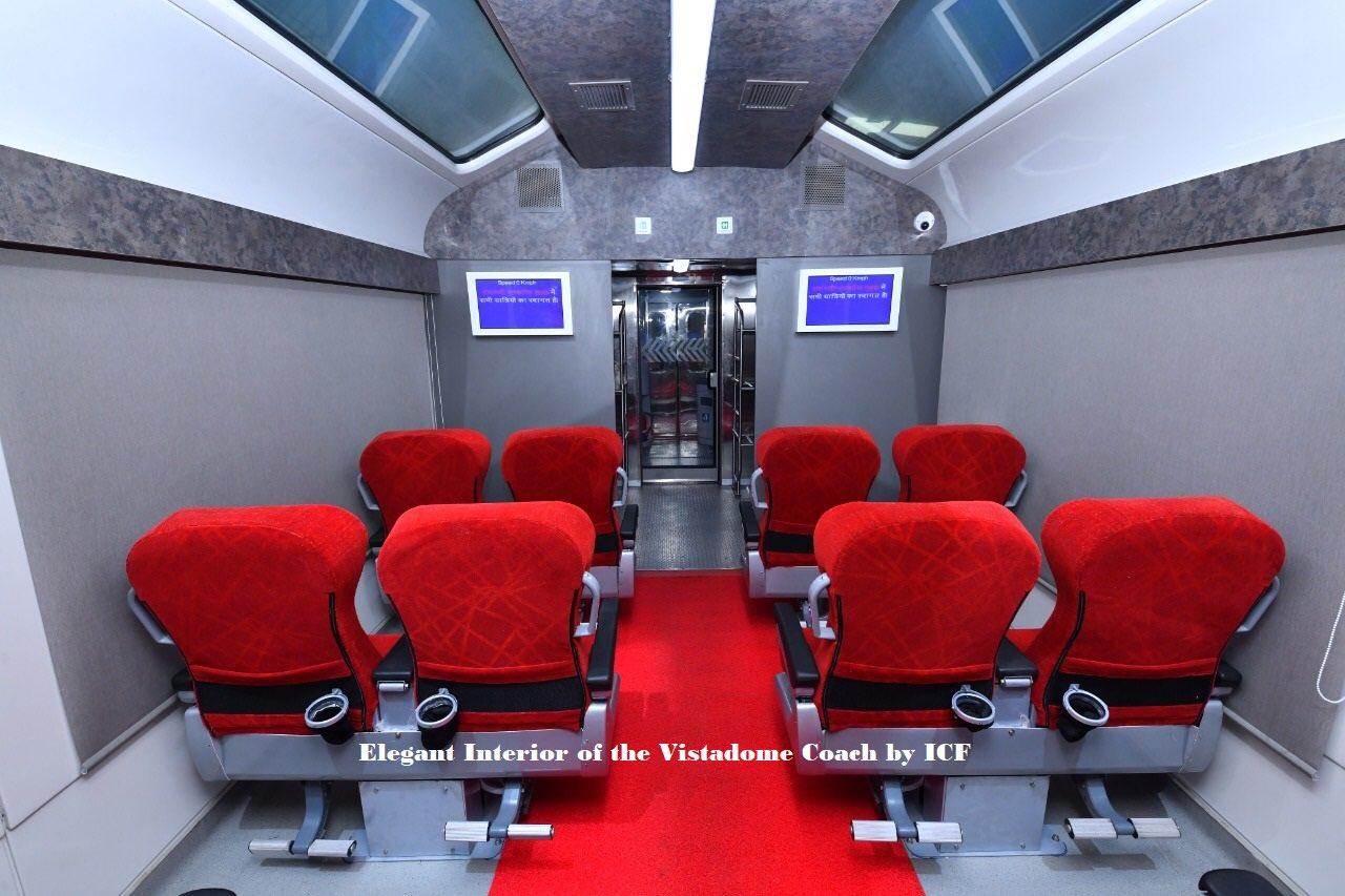 हर सीट पर यात्रियों के लिए मोबाइल चार्जर पॉइंट लगाया गया है।