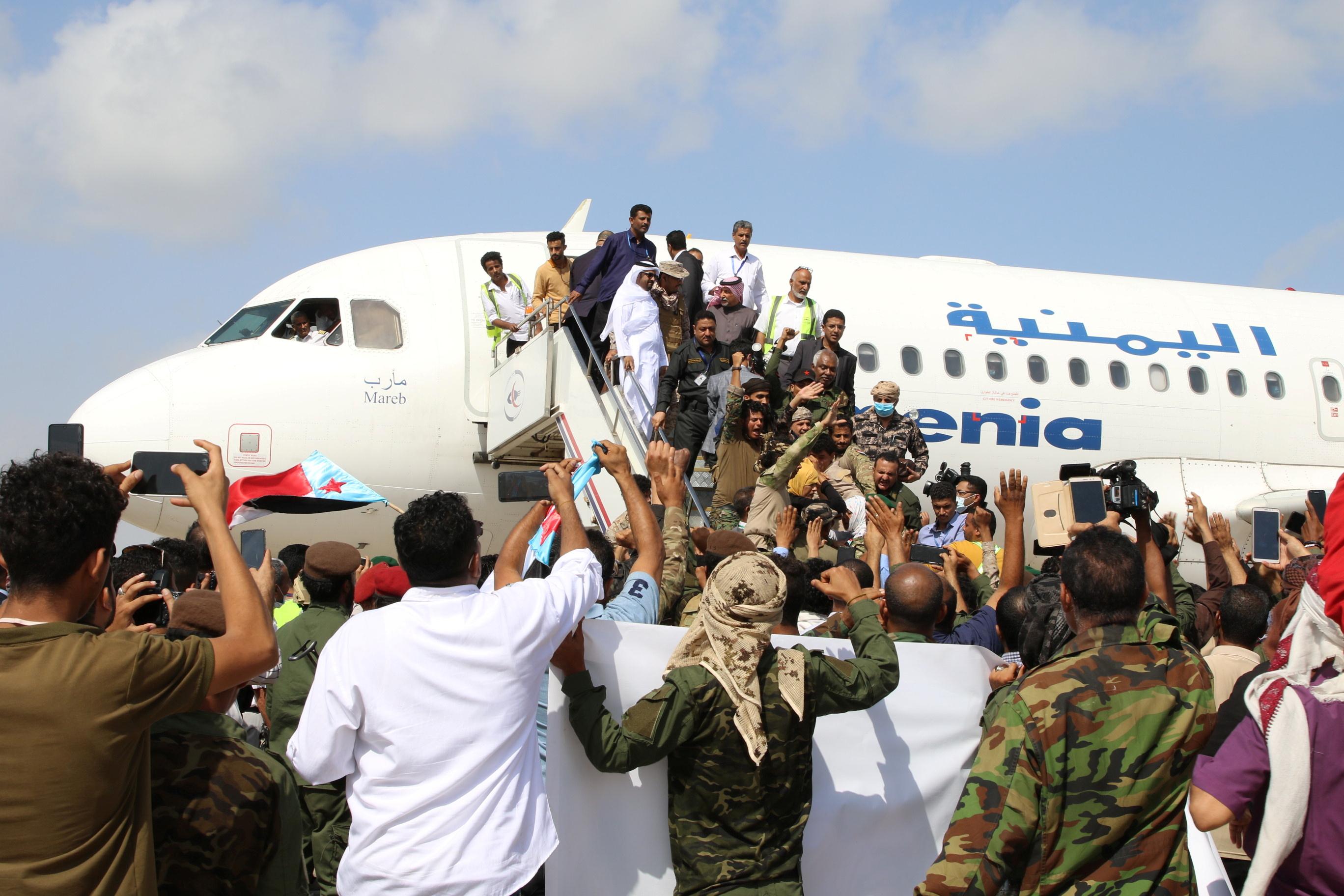 विमान में यमन के प्रधानमंत्री मीन अब्दुल मलिक सईद अपनी कैबिनेट के साथ मौजूद थे।