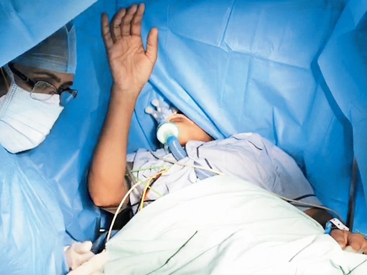 ब्रेन सर्जरी में श्लोक शक्ति: 36 साल की महिला ऑपरेशन के दौरान गीता के श्लोक बोलती रही, डॉ। बोले- 9 हजार ऑपरेशनों में ऐसा पहला मामला
