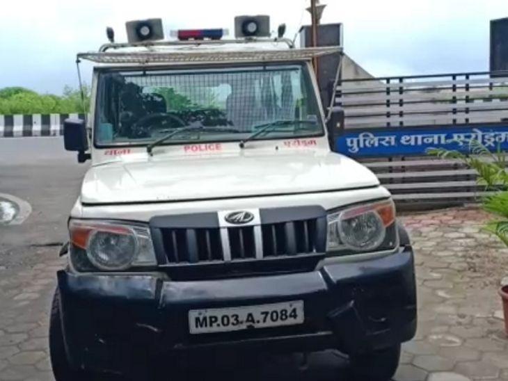 गर्लफ्रेंड के साथ जा रहे युवक को नकली पुलिस बन मिले दो युवक, धमकाकर खाते में ट्रांसफर करवा लिए एक लाख रुपए इंदौर,Indore - Dainik Bhaskar