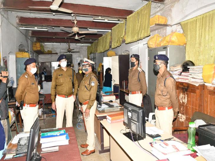 आईजी को आया गुस्सा: जबलपुर एसपी कार्यालय का वार्षिक निरीक्षण करने पहुंचे थे आईजी, फाइलें खराब रख-रखाव और लंबित प्रकरणों लगाई डांट