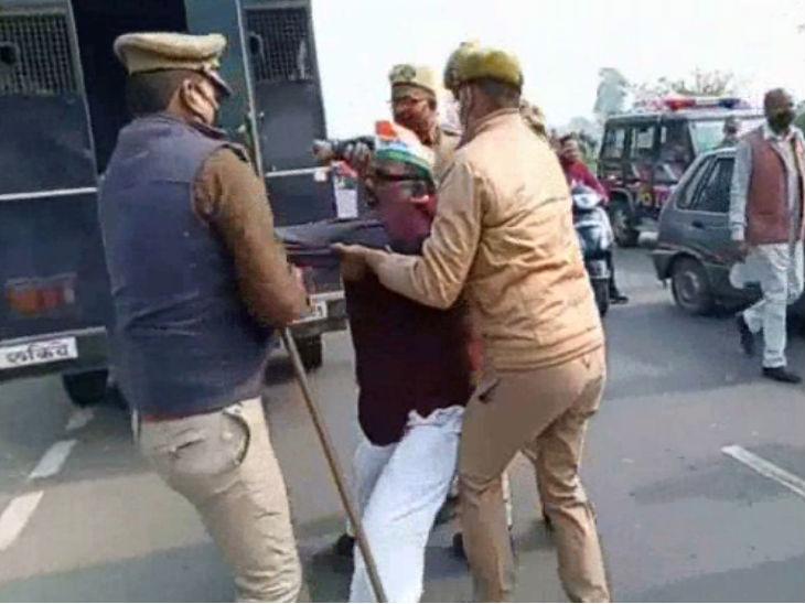 कांग्रेसी कार्यकर्ता को जबरन पुलिस ने किया गिरफ्तार।