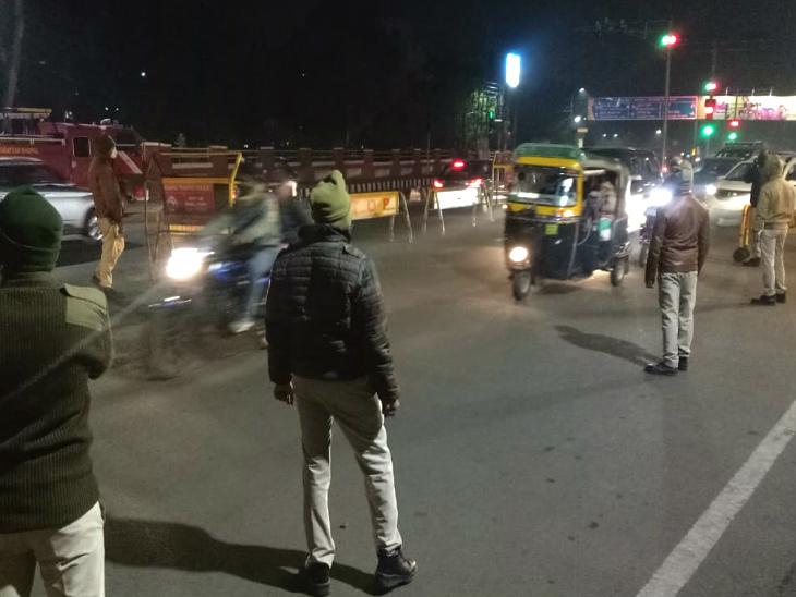 भोपाल के चौराहों पर पुलिस की चौकसी बढ़ी।