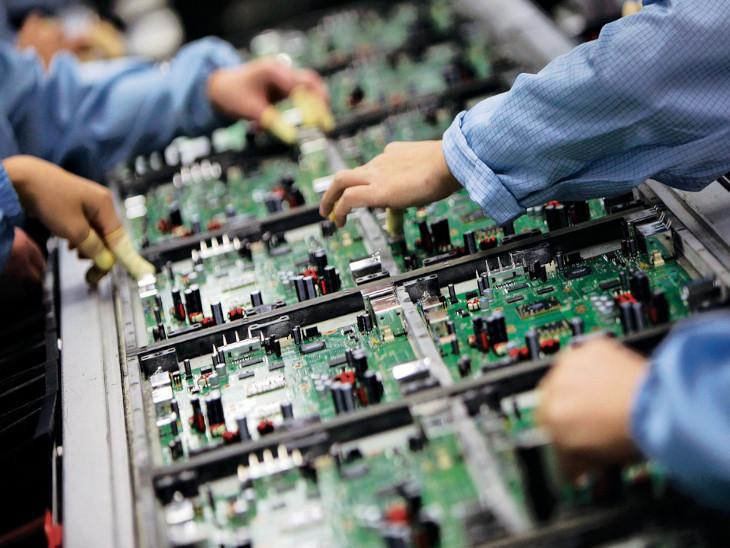 Elcina ने अनुमान जताया है कि देश में करीब 700 EMS प्लेयर हैं। इसमें 100 ग्लोबल और 600 घरेलू कंपनियां शामिल हैं। - Dainik Bhaskar