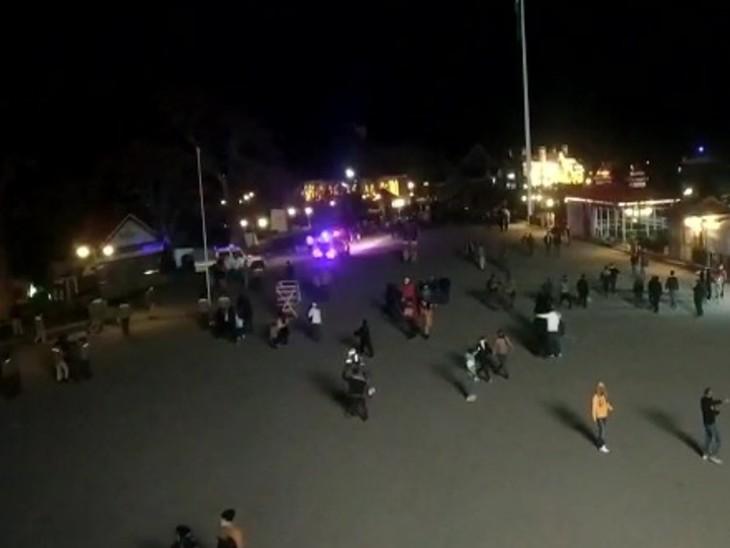 फोटो शिमला की है। यहां नाइट कर्फ्यू के बाद भी सड़कों पर लोग मस्ती करते नजर आए।