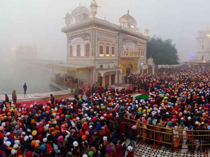 स्वर्ण मंदिर में मत्था टेकने पहुंचे श्रद्धालु; बंदिशों में मनाया नए साल का जश्न, 1 जनवरी से नाइट कर्फ्यू खत्म|पंजाब,Punjab - Dainik Bhaskar