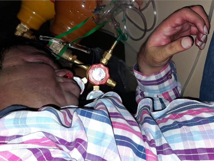 संदीप ने ऑक्सीजन मास्क के द्वारा लेकर सुसाइड किया।