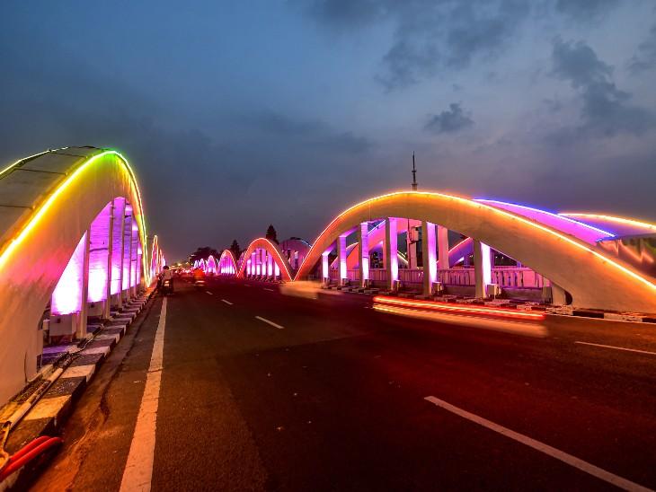फोटो चेन्नई की है। यहां नैपियर ब्रिज को आकर्षक लाइट्स से सजाया गया है।